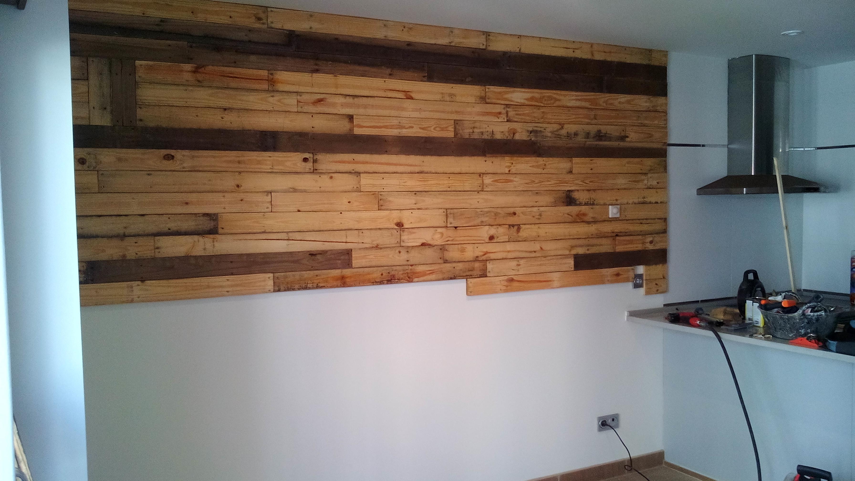 El antes y despues como revestir una pared con palets - Revestir paredes con madera ...